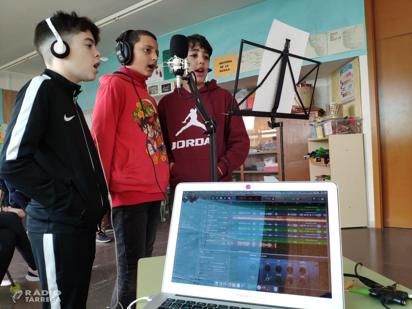 Alumnes de l'escola Guillem Isarn de la Fuliola graven una cançó per commemorar demà dijous 30 de gener el Dia Escolar de la No-violència i la Pau