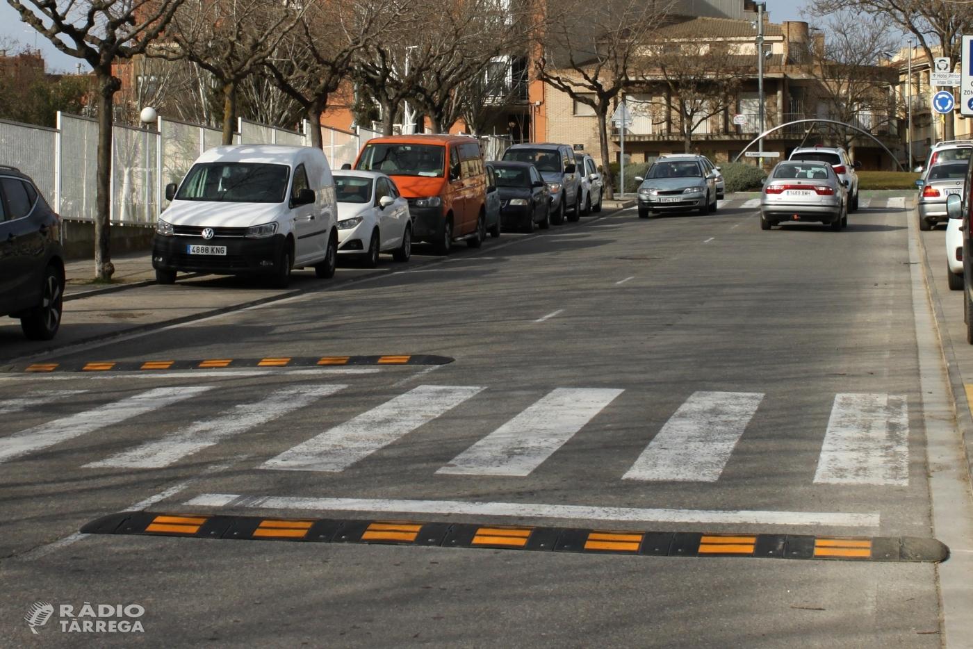 Vuit carrers de Tàrrega ja compten amb noves bandes reductores de velocitat
