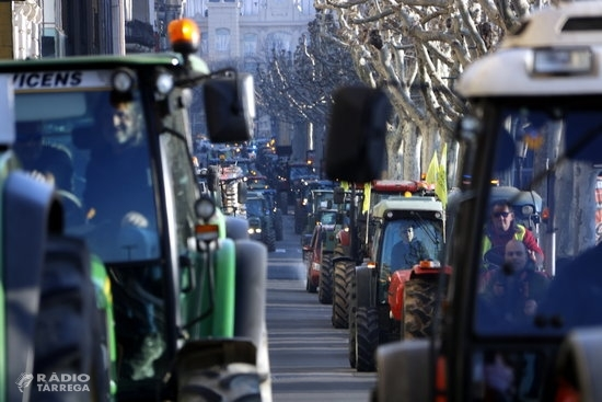 Prop de 500 tractors col·lapsen el centre de Lleida en la manifestació unitària del sector agrícola més multitudinària