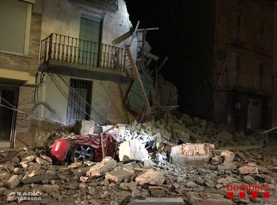 S'esfondra totalment una casa deshabitada a Bellpuig sense provocar ferits