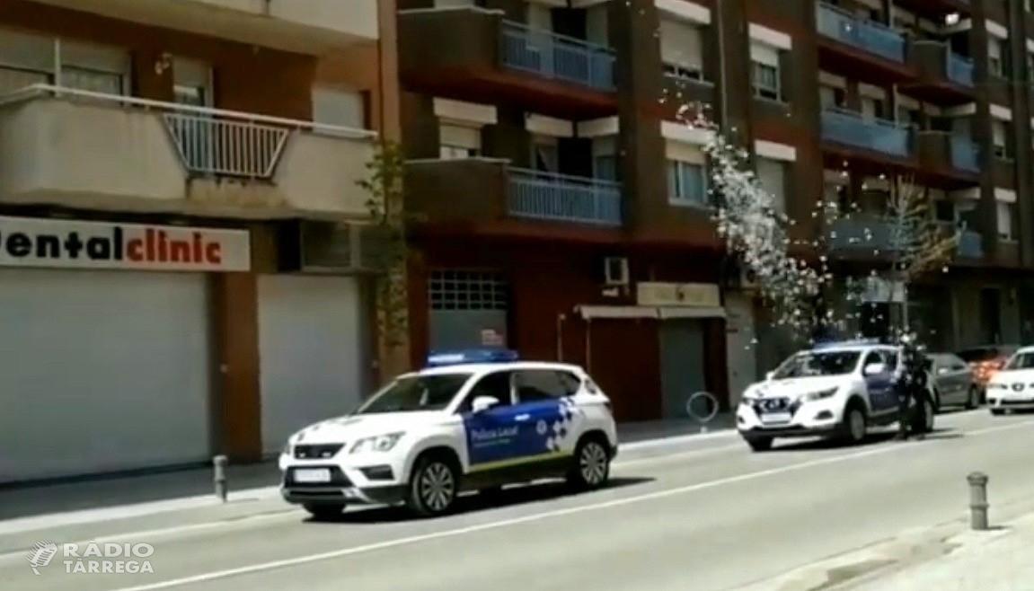 La Policia Local de Tàrrega felicita els aniversaris dels infants de la ciutat durant el confinament