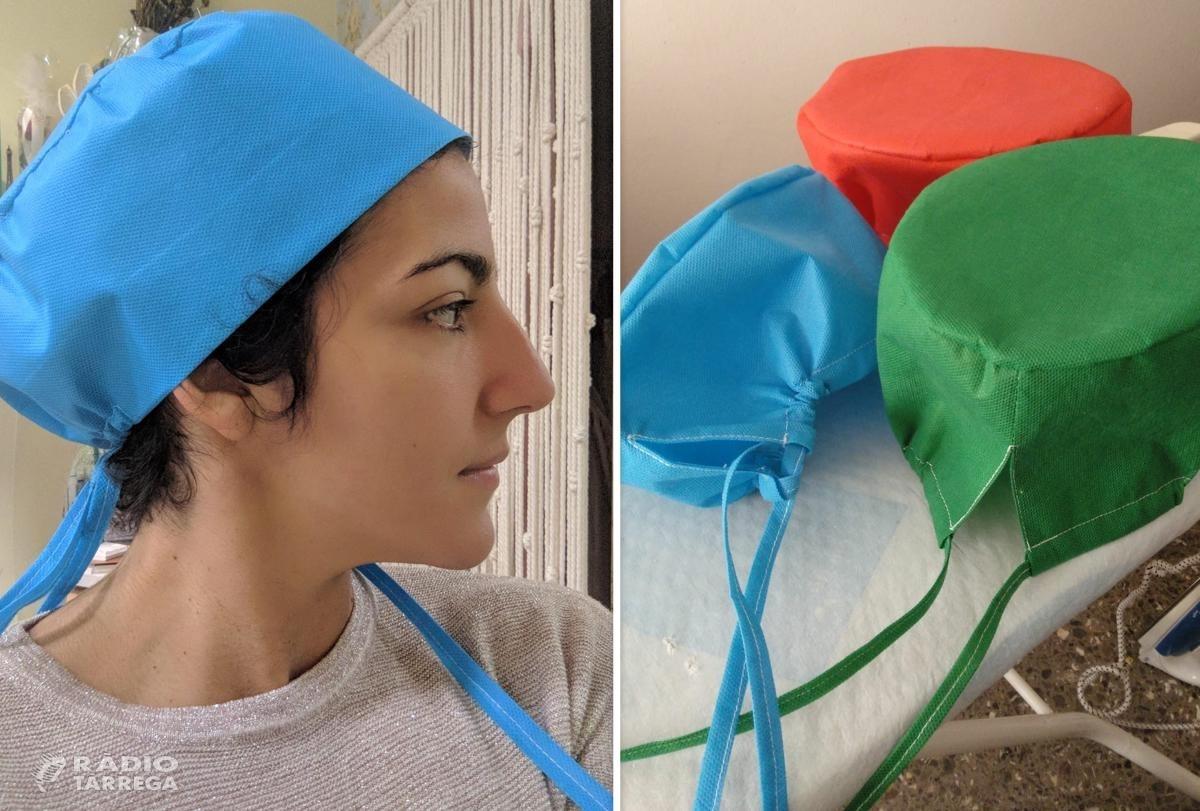La xarxa de cosidores inicia la confecció de gorros mèdics després de confeccionar 5.000 mascaretes casolanes