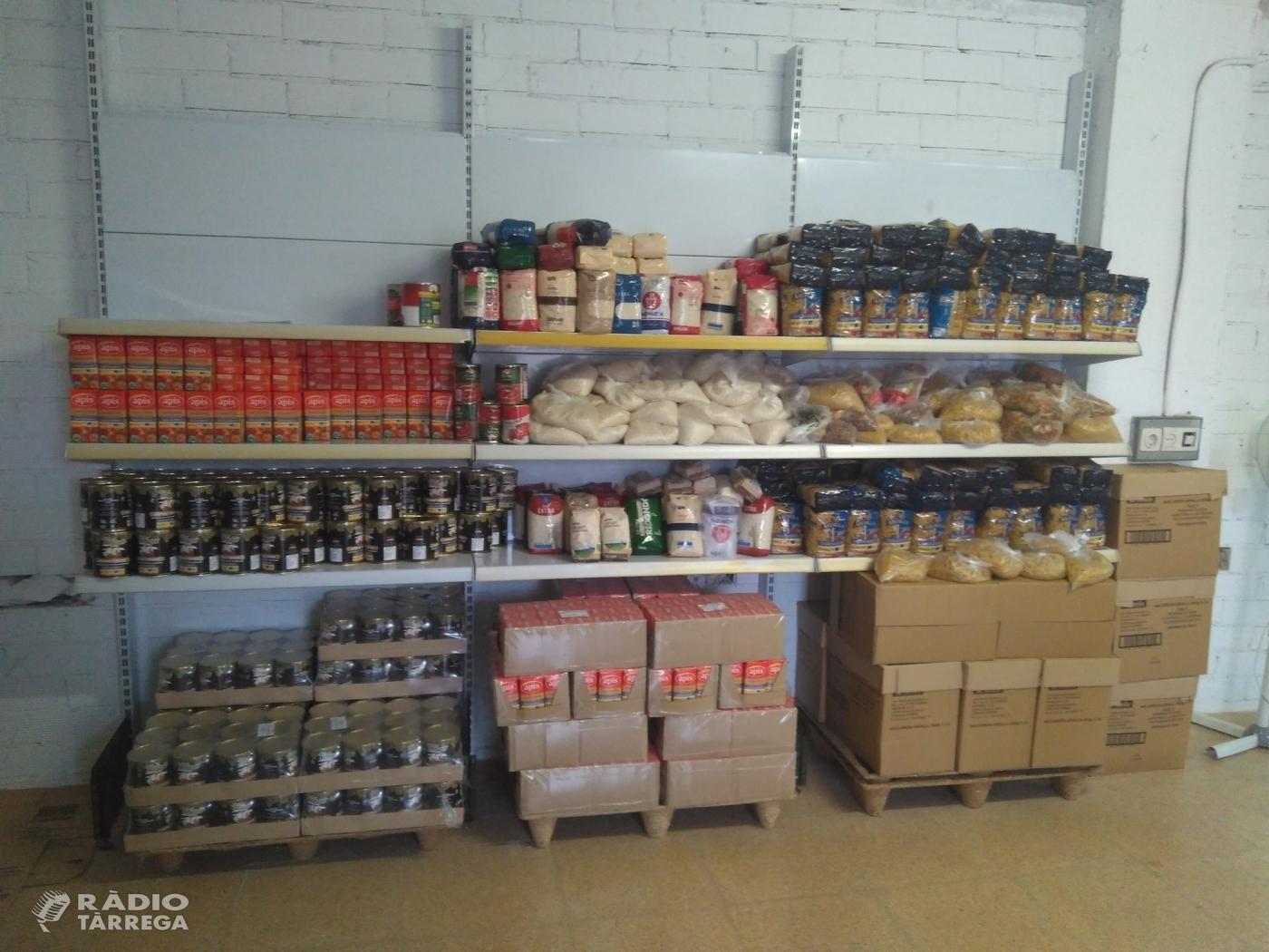 Un centenar de famílies de Tàrrega reben lots d'aliments i productes d'higiene i neteja del Magatzem d'Aliments