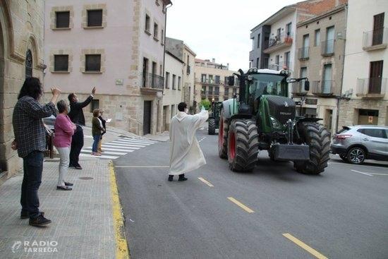 Bellpuig celebra els tres tombs amb precaucions i la participació d'una trentena de tractors