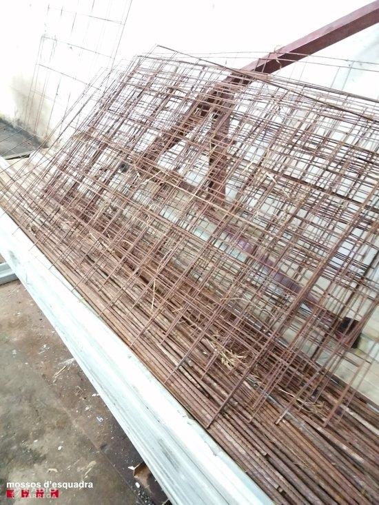 Un detingut per robar 800 quilos de ferro d'un hort a Bellpuig