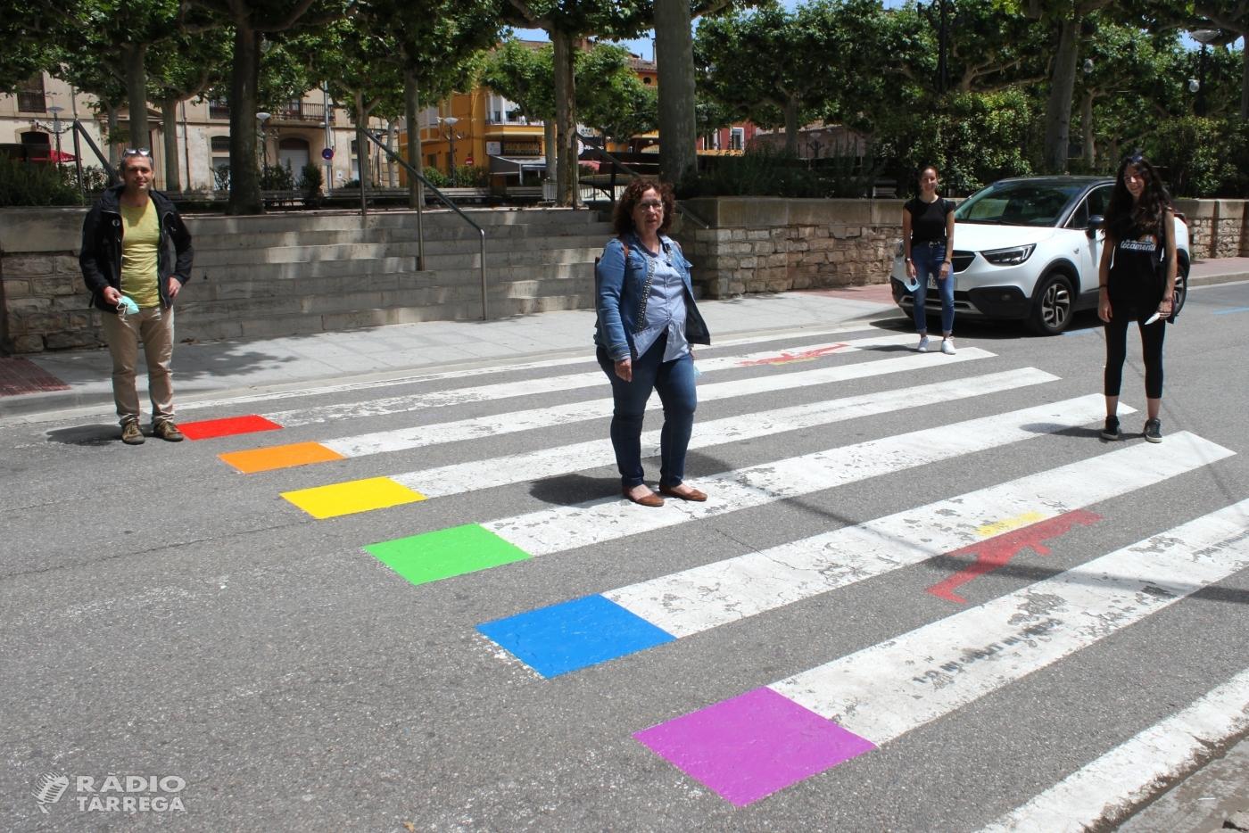 L'Ajuntament de Tàrrega pinta els colors de la bandera LGBTI en dos passos de vianants