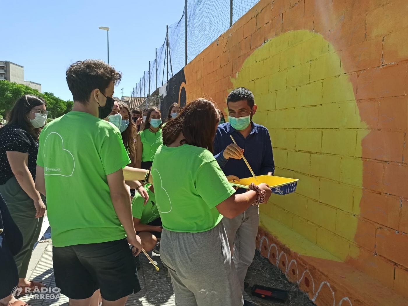 El conseller Chakir el Homrani visita el camp de treball 'Graffitis inclusius' a Cervera gestionat per la cooperativa Lleure Quàlia del Grup Alba