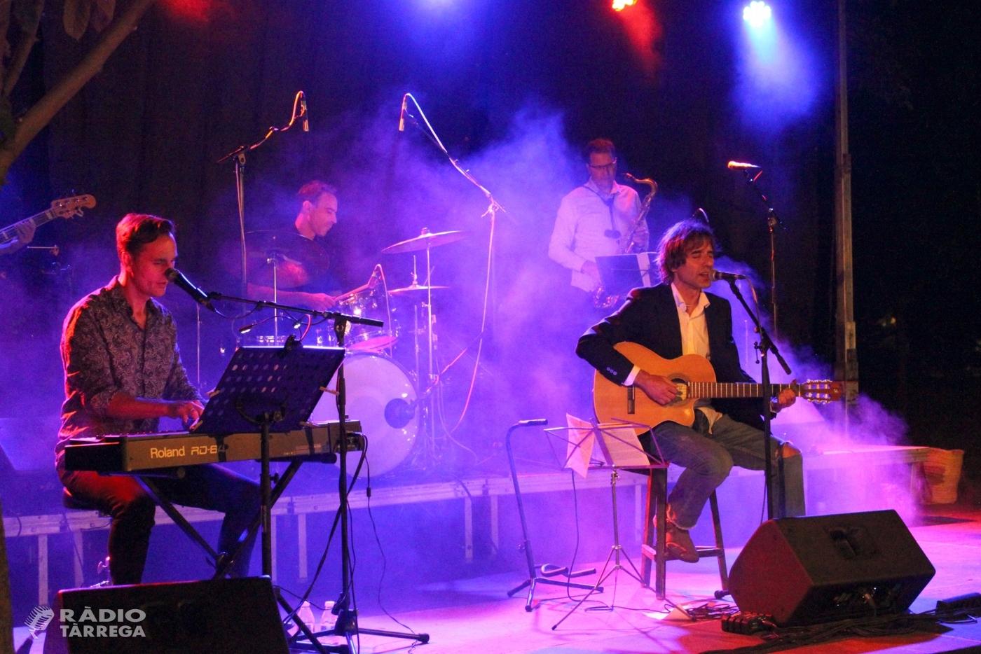 Xavier Mayora presenta amb èxit a Tàrrega les cançons del seu darrer treball, 'Anartista'
