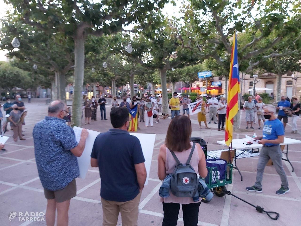 L'ANC de Tàrrega es concentrava ahir diumenge dia 16 coincidint amb la data en que es complien dos anys i deu mesos de l'empresonament de Jordi Sánchez i Jordi Cuixart