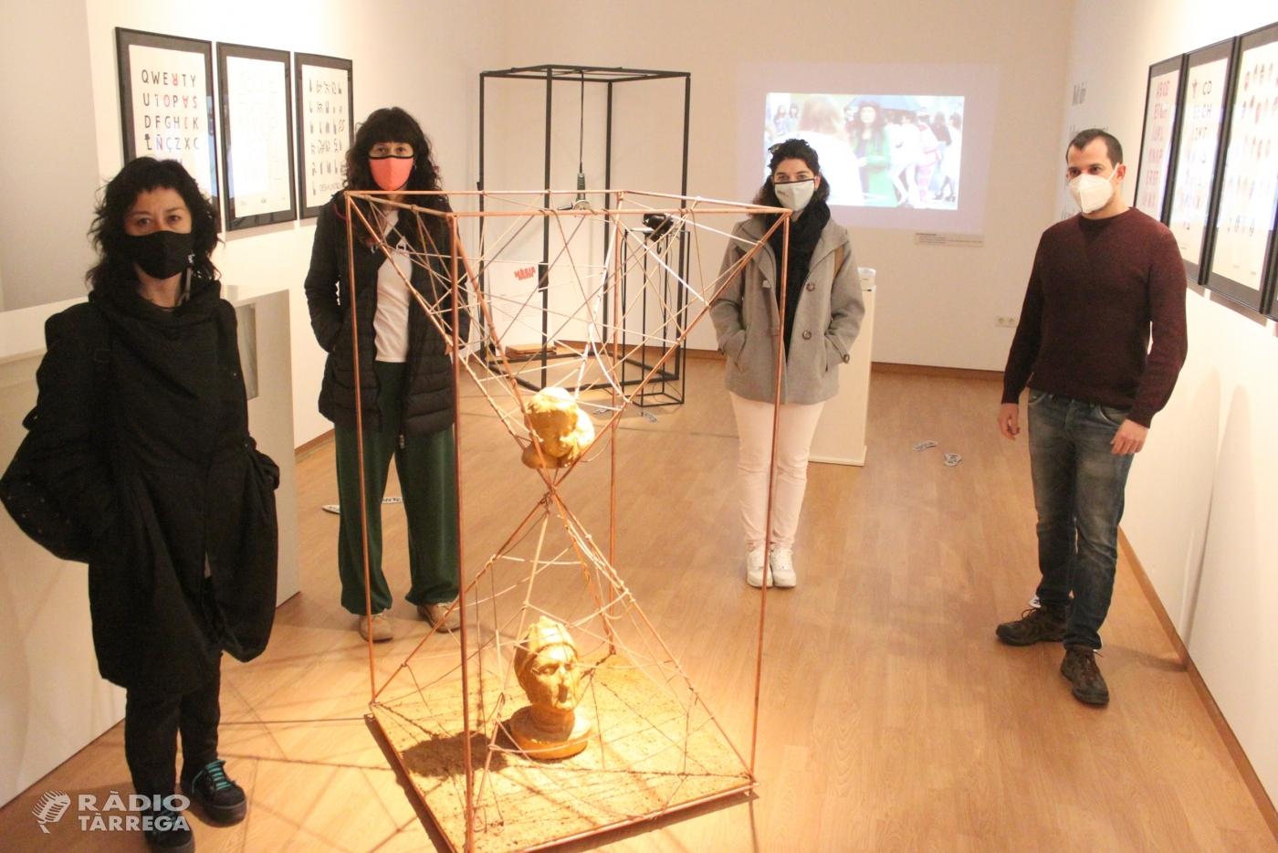 Alumnes de l'EASD Ondara de Tàrrega reten homenatge a Joan Brossa en una exposició col·lectiva a la Sala Marsà