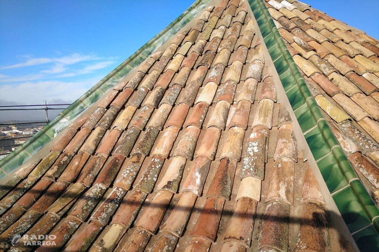 El cimbori de l'església de Santa Maria de l'Alba de Tàrrega llueix altre cop careners vidriats recuperant el seu aspecte original