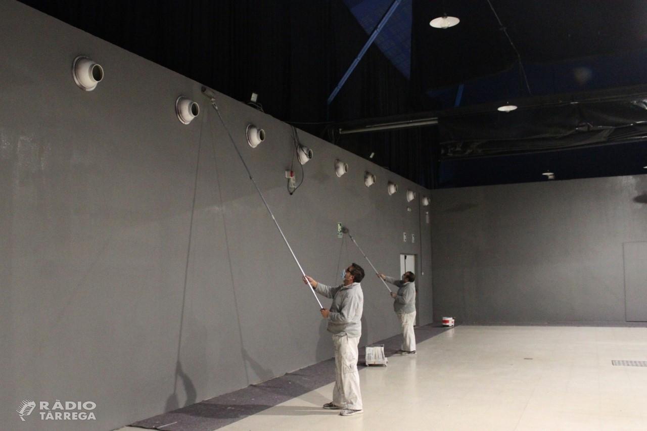 La Regidoria de Cultura de Tàrrega du a terme treballs de millora a l'Espai Mercat, sala municipal d'usos polivalents