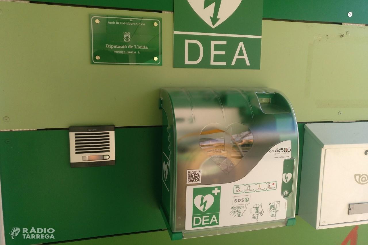 Tàrrega instal·la un nou desfibril·lador a l'Escola Maria Mercè Marçal i es reforça com a ciutat càrdioprotegida