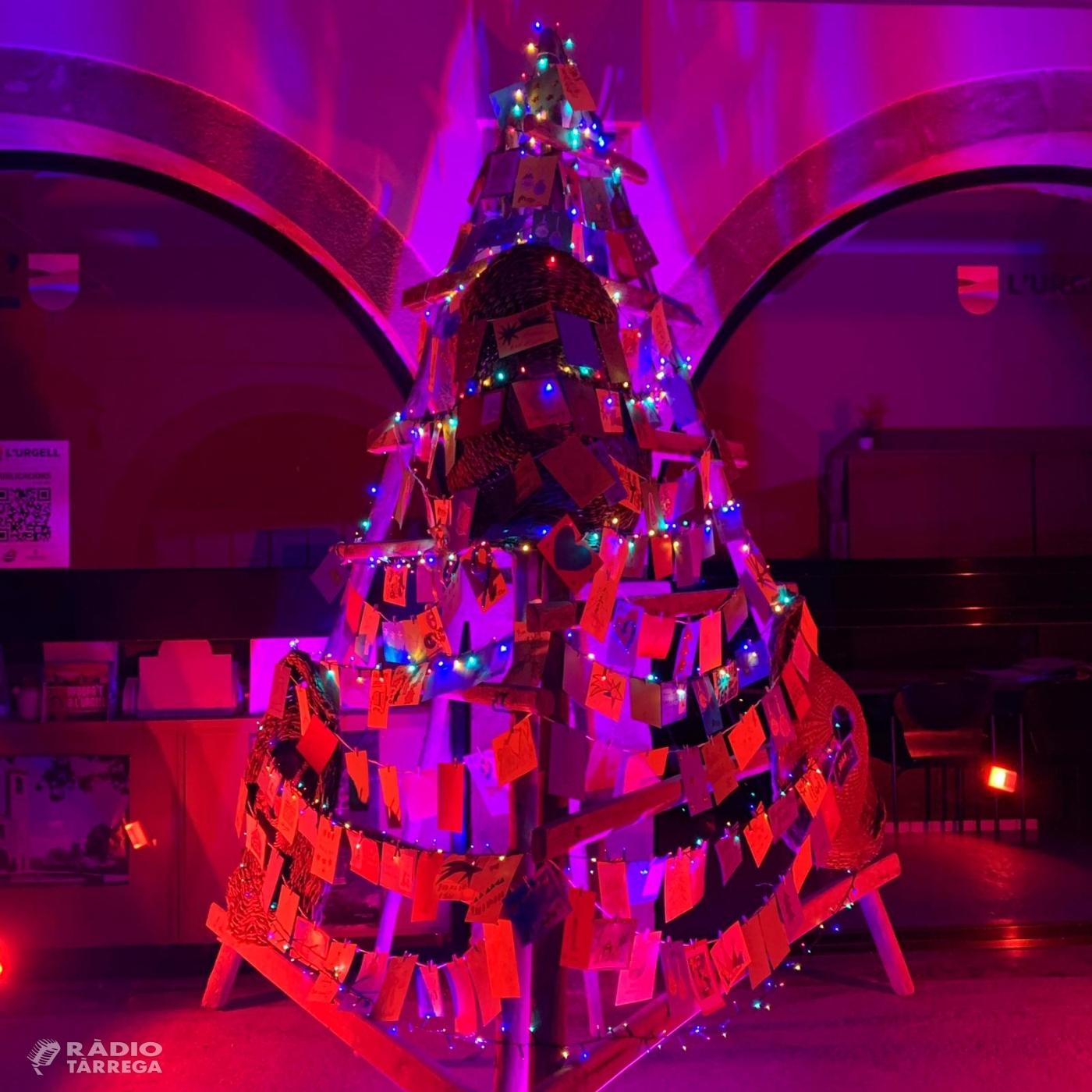 L'Arbre de Nadal del Consell Comarcal de l'Urgell recorda la gent gran de les residències de la comarca
