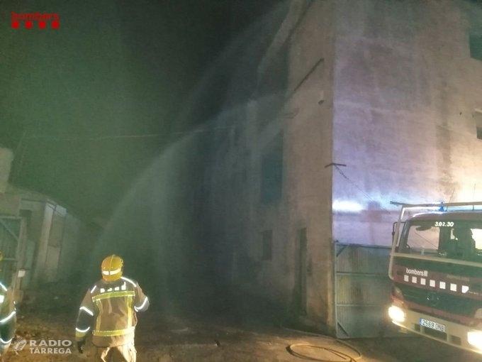 Un incendi a una granja de pollastres d'Agramunt afecta a 800 pollets