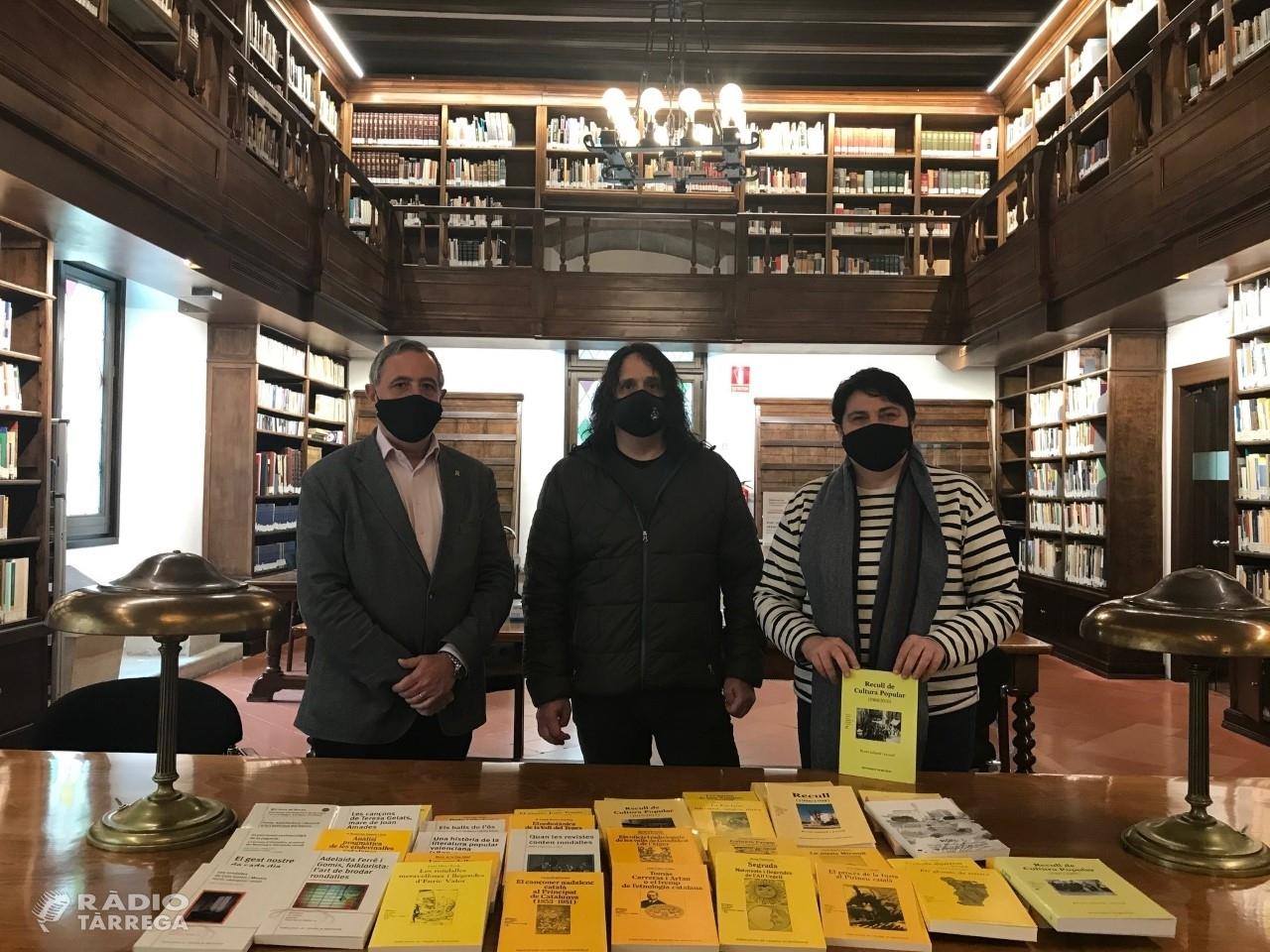 L'IEI rep la donació de tots els volums publicats fins al moment dels Premis Valeri Serra de Cultura Popular