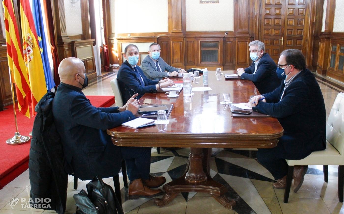El subdelegat del Govern a Lleida, José Crespín, es reunia ahir amb les Cambres de Comerç de Lleida i de Tàrrega, PIMEC i la COELL