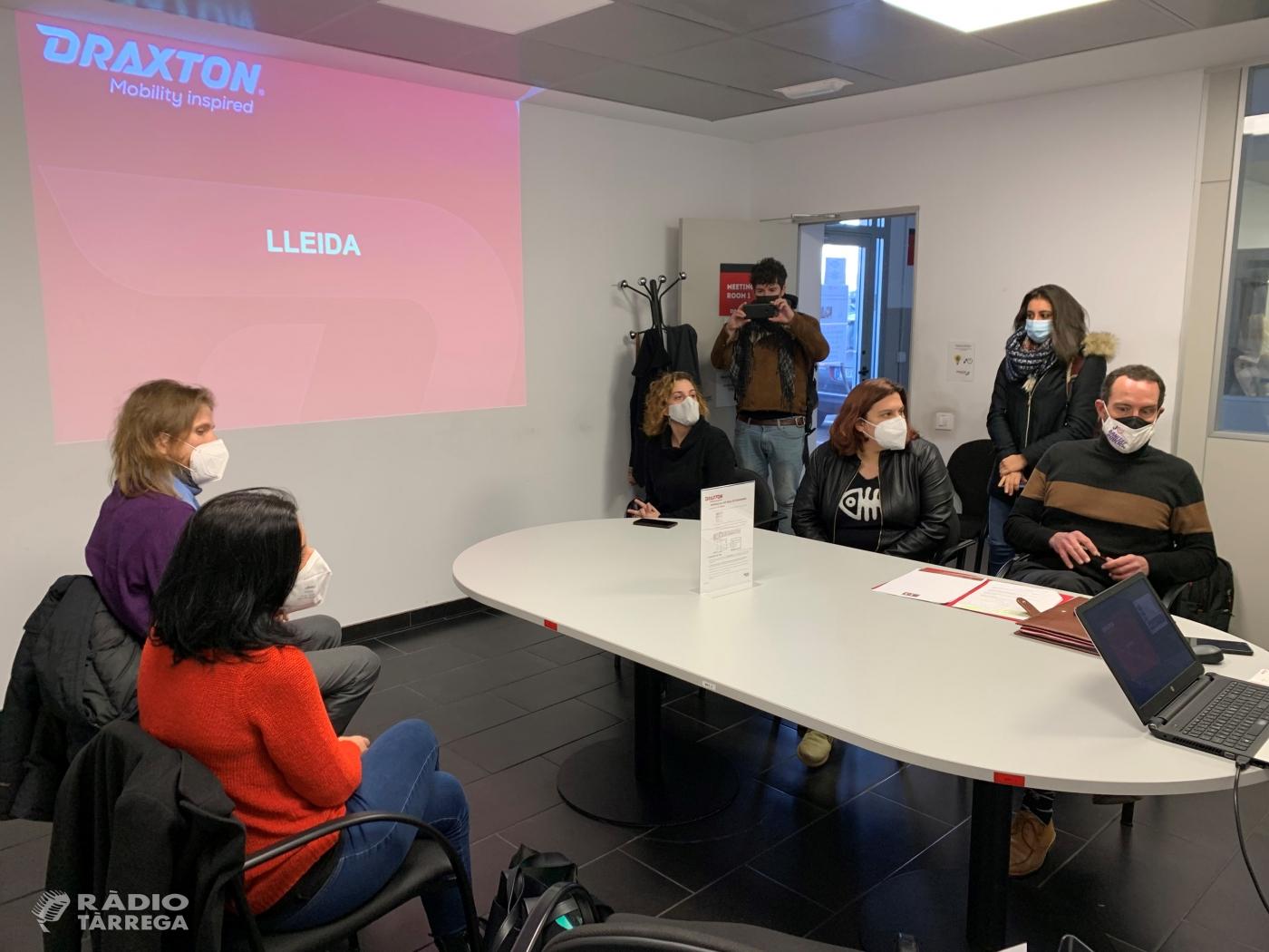 Jaume Moya, candidat d'En Comú Podem per Lleida, parla de la industrialització de les terres de Lleida en una visita a l'empresa Draxton de Fonolleres