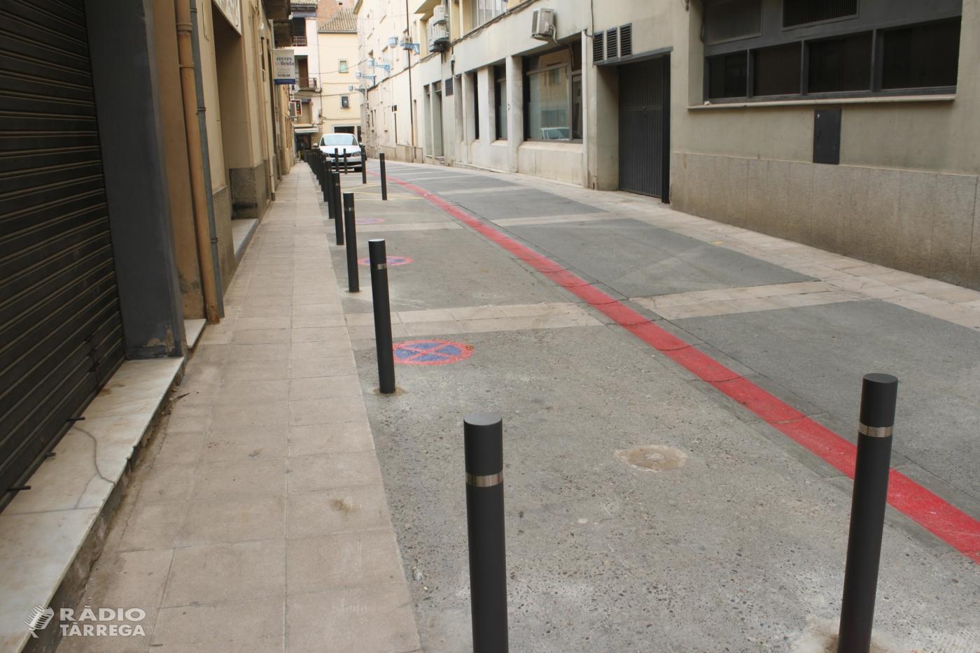 Tàrrega millora la mobilitat al carrer de Torras i Bages, on instal·la pilones per reforçar la seguretat dels vianants