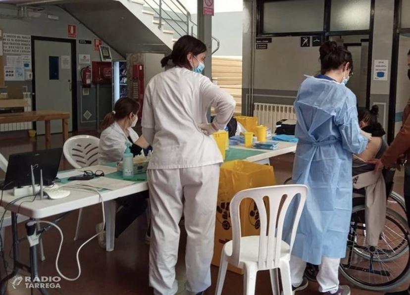El CAP de Tàrrega ha començat avui la vacunació de majors de 80 anys no dependents al Pavelló Municipal d'Esports