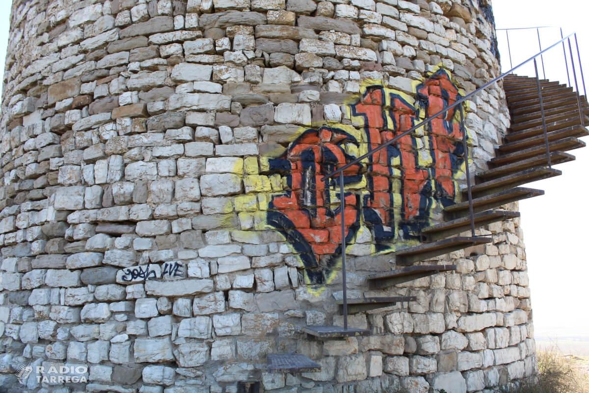 Indignació a Agramunt pels grafits pintats al Pilar d'Almenara