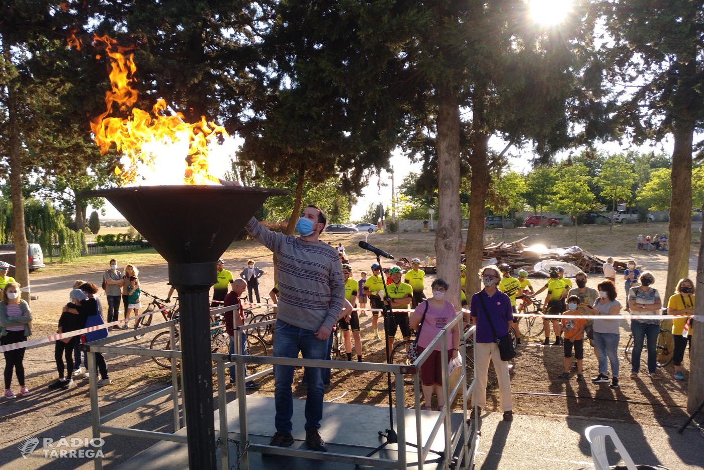 La Flama del Canigó torna a encendre la festa de Sant Joan a Tàrrega