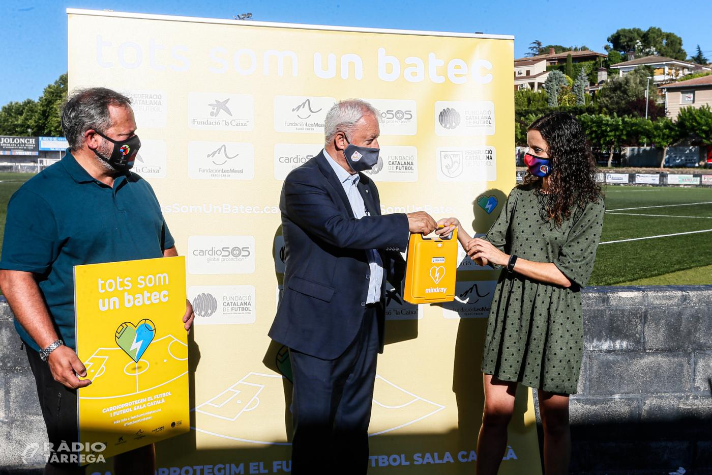 """El Club Esportiu Escola de Futbol de la UE Tàrrega rep un aparell desfibril·lador en el marc de la campanya """"Tots som un batec"""""""