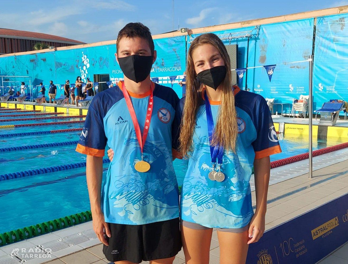 Laia Palomino i Eudalt Tosquella del Club Natació Tàrrega campions de Catalunya en 200 esquena i 200 estils respectivament