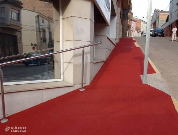 L'Ajuntament de Bellpuig millora la seguretat de la vorera del carrer Ponent