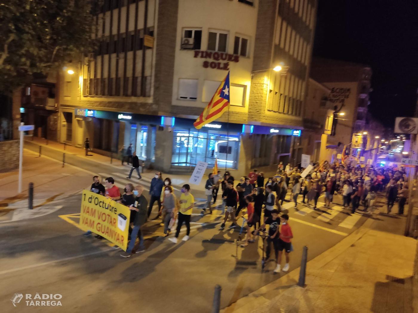 Unes 200 persones recorden el quart aniversari de l'1O amb una manifestació pels carrers de Tàrrega