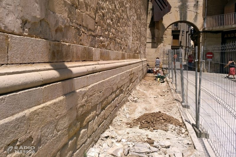 L'Ajuntament de Tàrrega realitza un sondeig arqueològic a la plaça Major com a treball previ a la reforma de l'espai