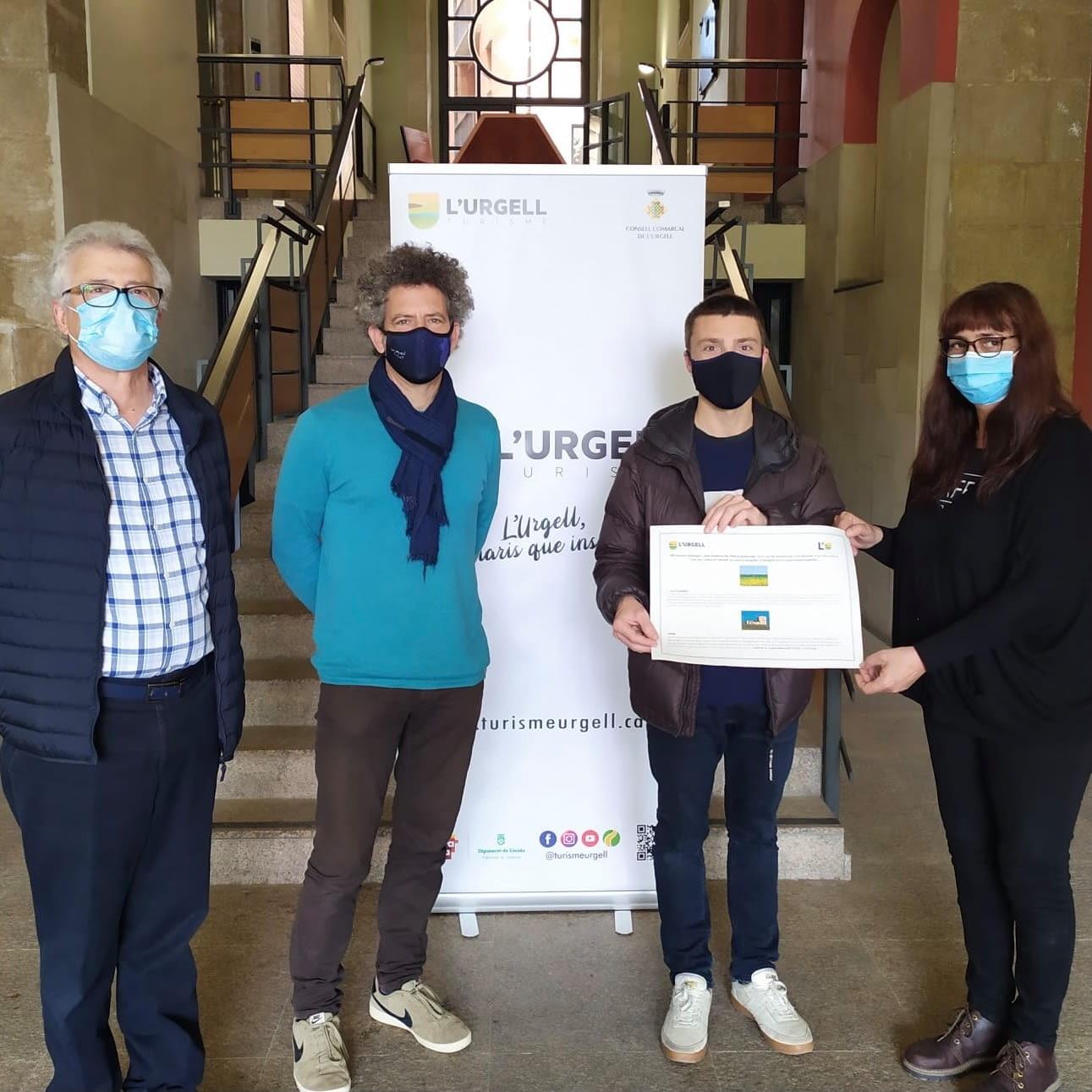Entrega del premi al guanyador del concurs d'Instagram La primavera a l'Urgell, escenaris que inspiren