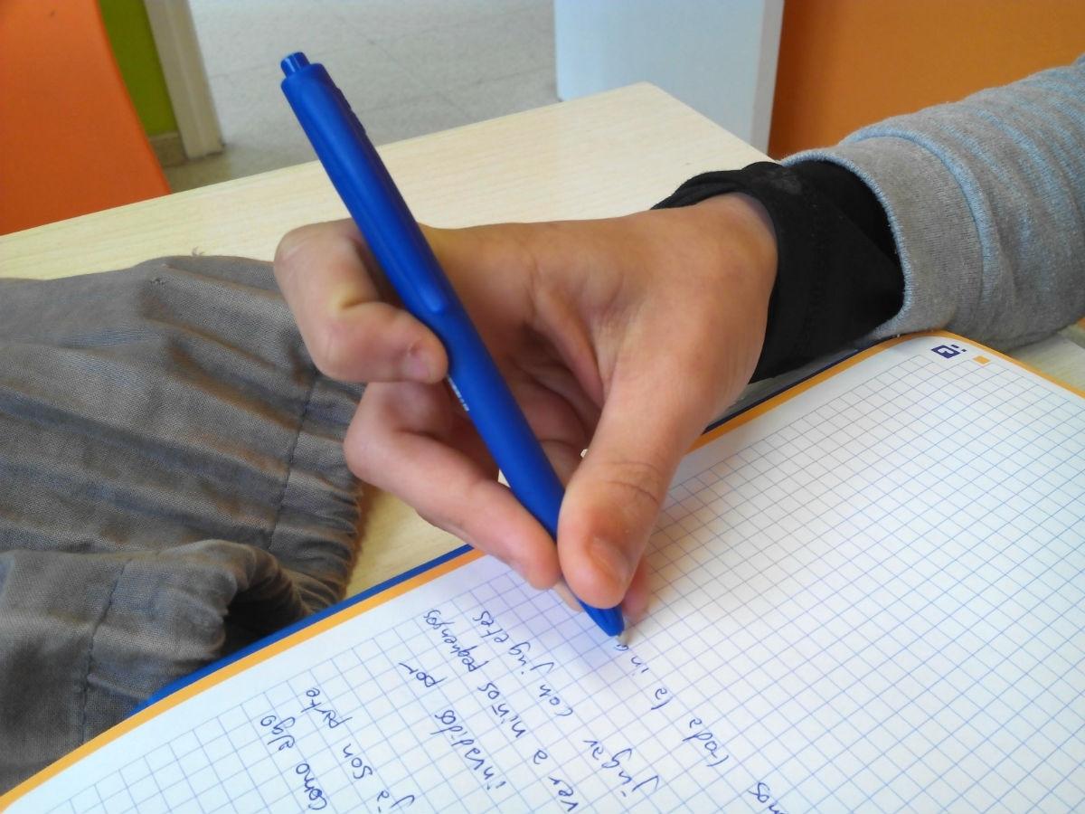 Observa y comprueba como coge el lápiz tu hijo