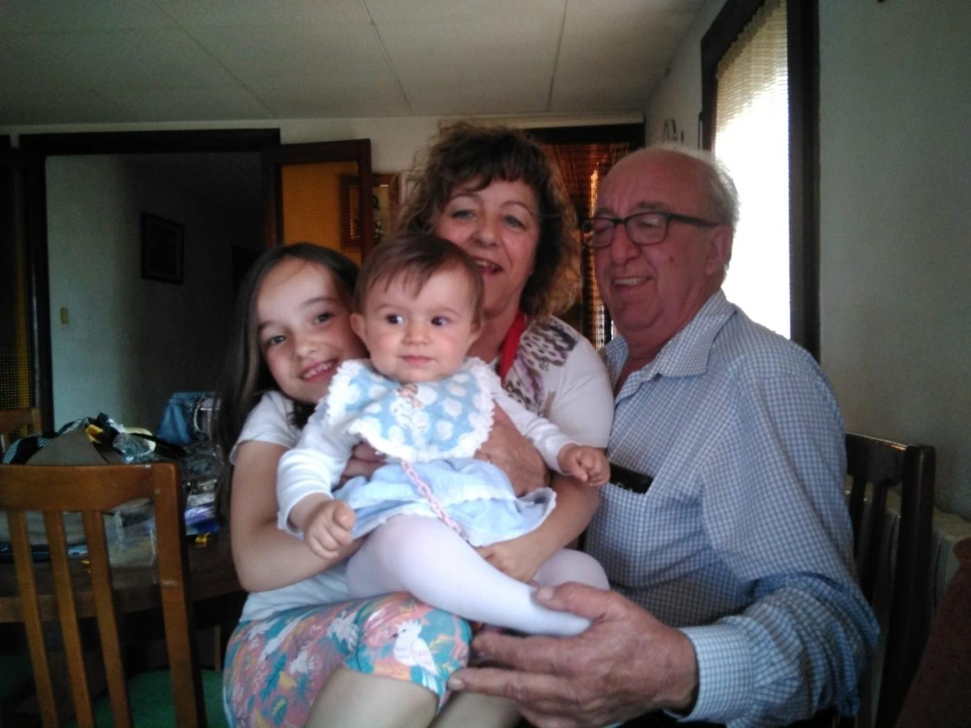 Avis i néts i tots contents