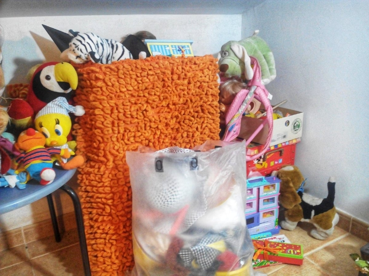 Digues PROU!! al forat negre de les joguines