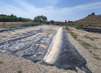 El Consorci per a la Gestió dels Residus Urbans de l'Urgell realitzatasques de manteniment a una de les basses de lixiviats de l'abocador comarcal de l'Urgell