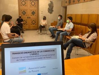 L'Urgell i l'Associació Leader de Ponent signen un conveni per a l'impuls de la transició energètica a la comarca.