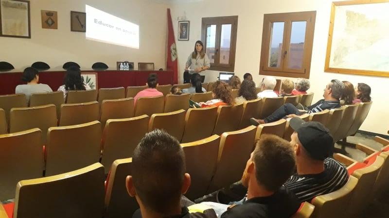 """""""COM EDUCAR EN POSITIU"""" A LA FULIOLA"""