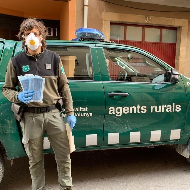 Lliurament de mascaretes al Cos d'Agents Rurals