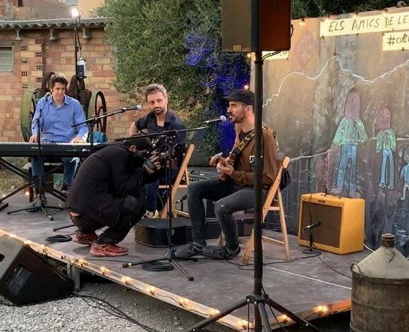 Els Amics de les Arts tocant a Sant Martí de Maldà!