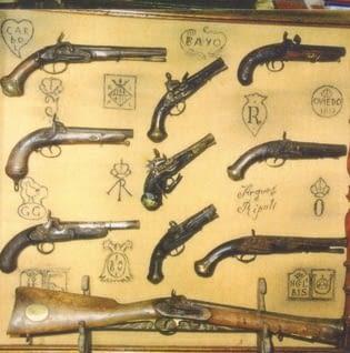 Col·lecció d'armes antigues i eines del camp a la Fuliola