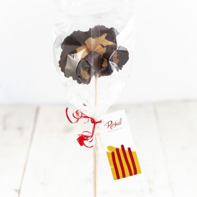 El Rosal supera la previsió i ven fins a 10.000 roses de galeta i xocolata per Sant Jordi