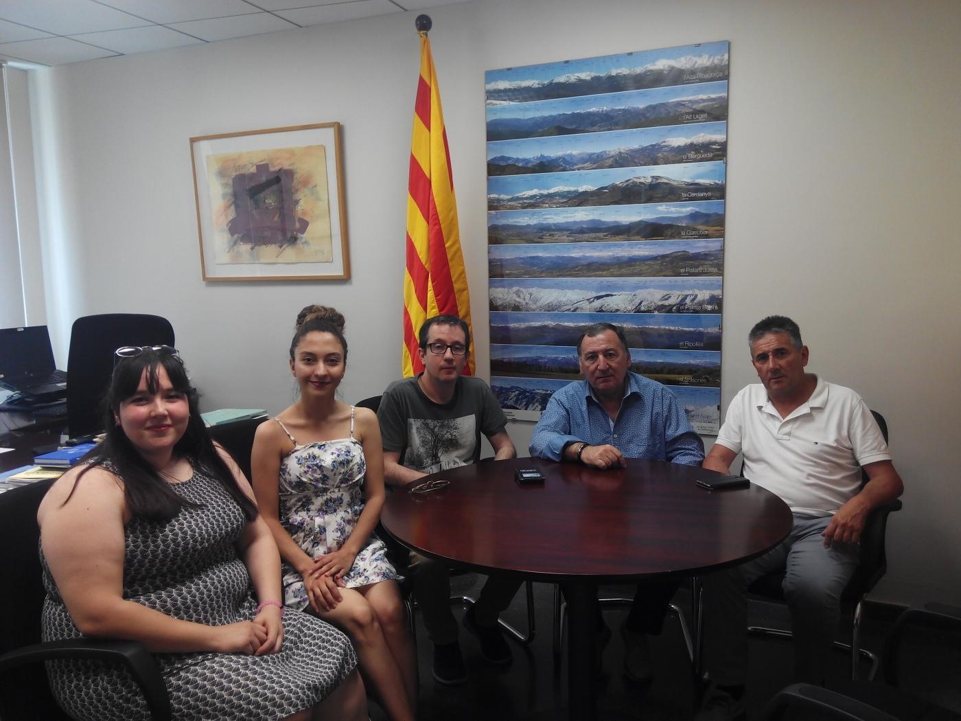 Alba Jussà dóna la benvinguda a les primeres voluntàries europees que estaran durant 10 mesos donant suport al servei i a activitats del territori