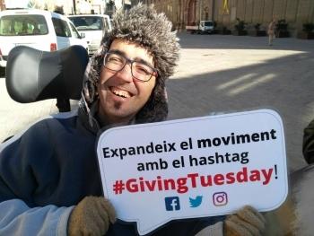 """Alba surt al carrer per donar a conèixer la campanya mundial del #GivingTuesday, """"Un dia per donar""""."""