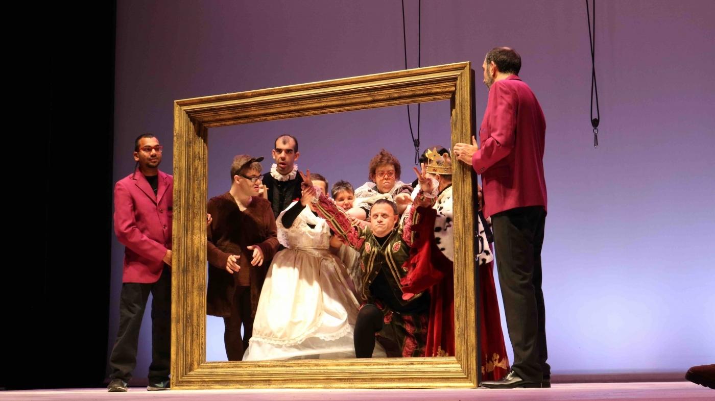 """Èxit de públic a Tàrrega en l'estrena del nou projecte teatral d''InCursió Social, """"Art i punt""""."""