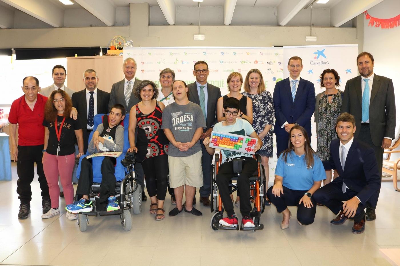 CaixaBank ha obert una campanya de crowdfunding a favor de l'Associació Alba per donar suport al projecte Connectats al món!