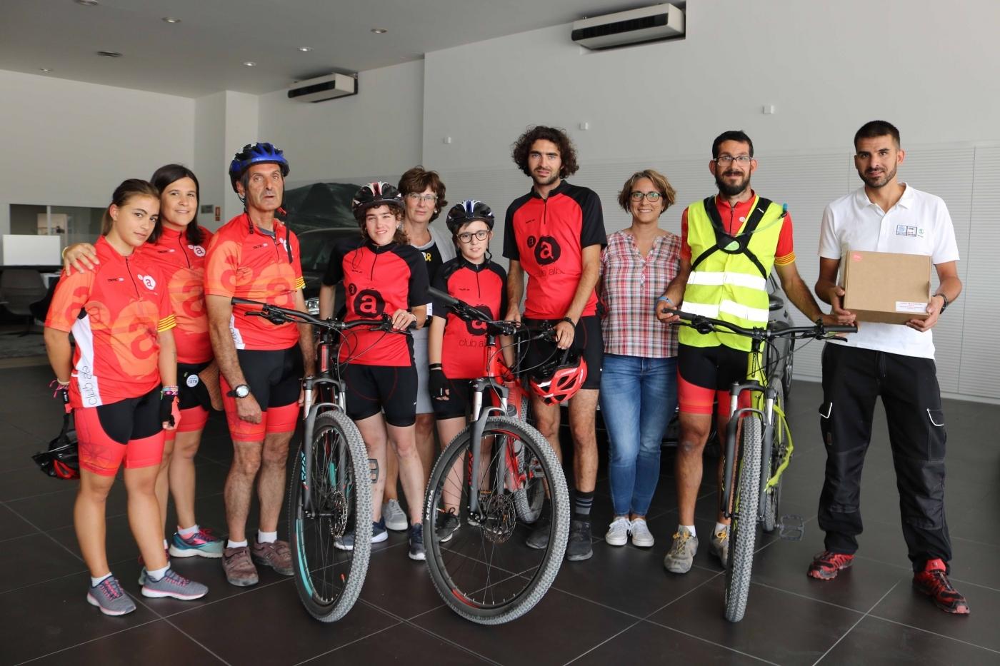 L'empresa Servisimó de Tàrrega fa una donació de 3 bicicletes pel Club Ciclista Alba.