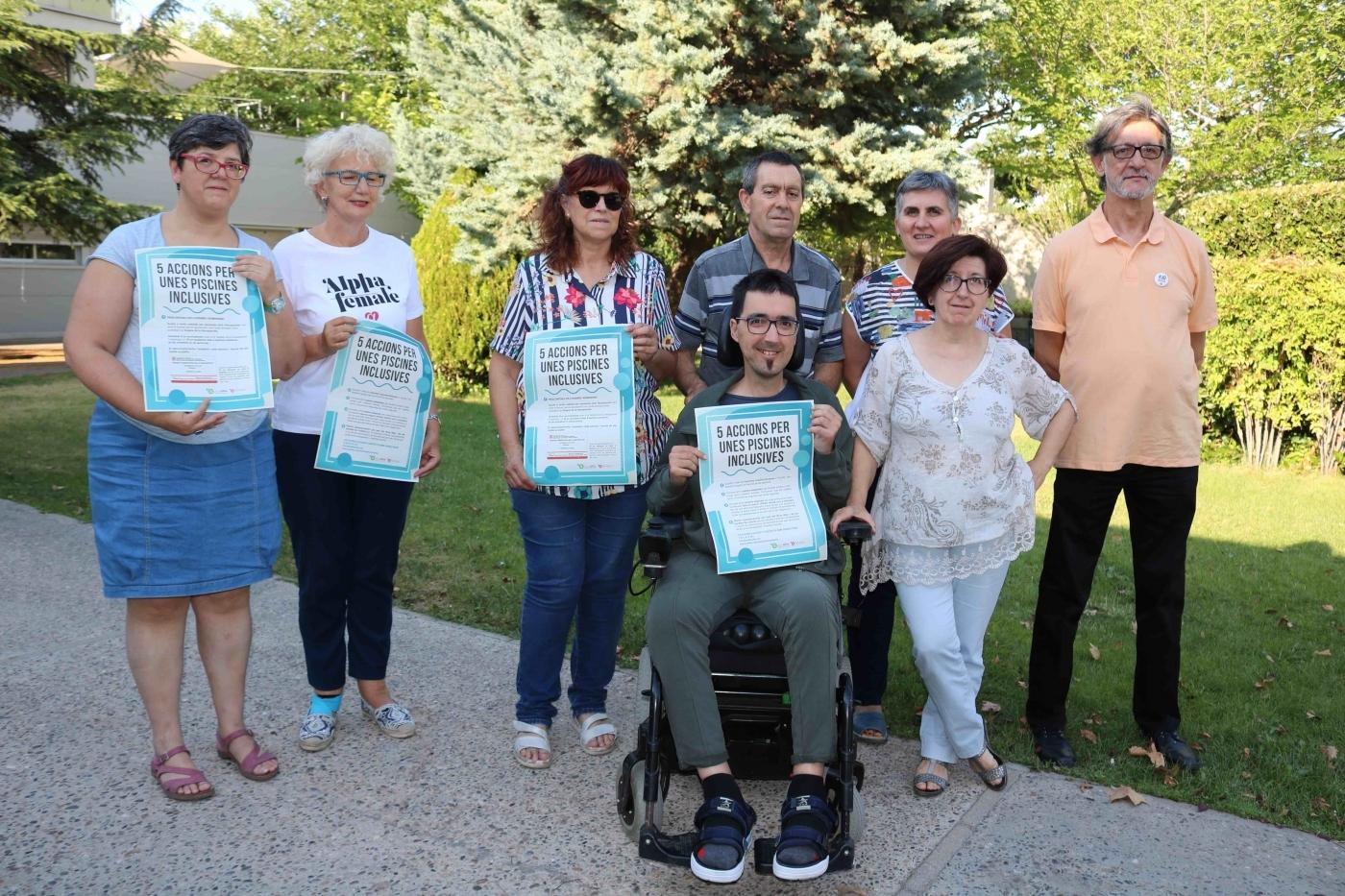 Famílies del Grup Alba impulsen una campanya per millorar l'accessibilitat de les persones amb discapacitat a les piscines de l'Urgell, Segarra i Pallars Jussà