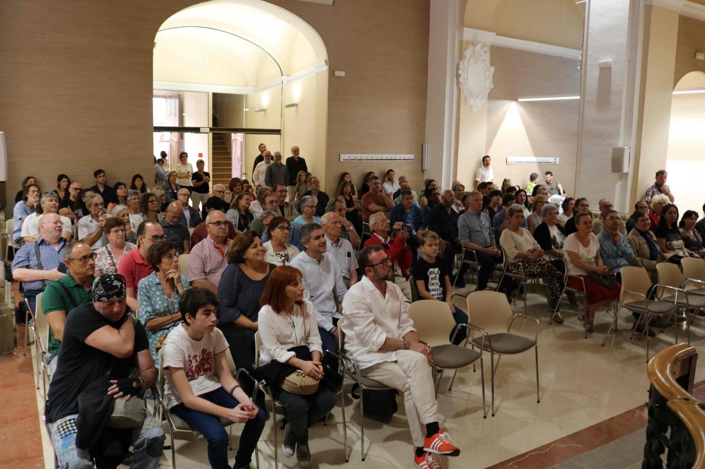 L'exposició col·lectiva Art Singular uneix a 48 artistes d'entitats socials d'arreu de Catalunya i artistes de reconegut prestigi internacional a la C