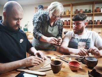 Persones de l'entitat islandesa d'Asgardur visiten Lituània